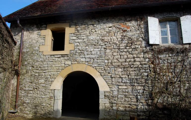 Mur de pierre réalisé par l`entreprise Francioli